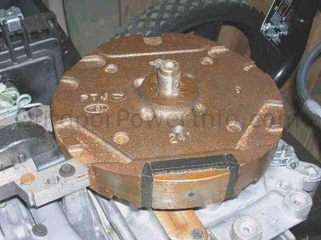 How to Remove Flywheels on Small Gas Engines