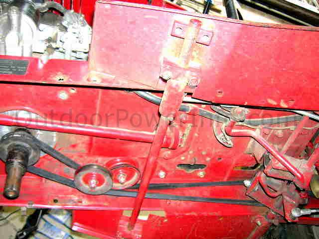 _belt_front_mid installation, repair and replacement of drive v belt 109428 on Toro Wheel Horse at reclaimingppi.co
